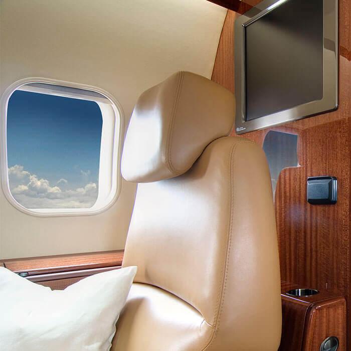 Sitz am Flugzeugfenster eines Bombardier Challenger 300 D-BUBI Business Jet